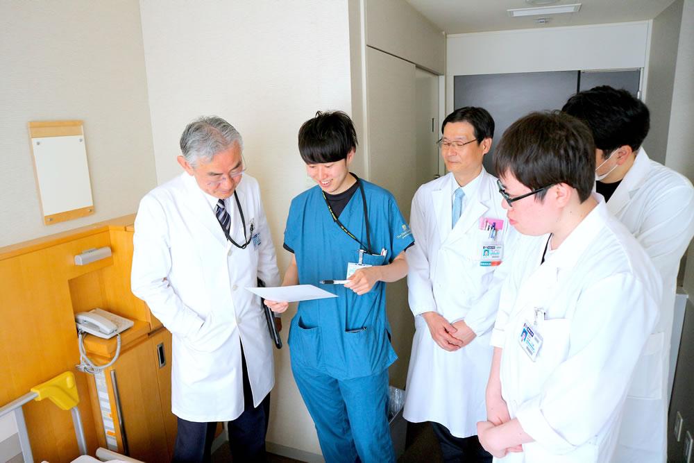 病室にてプレゼンテーション